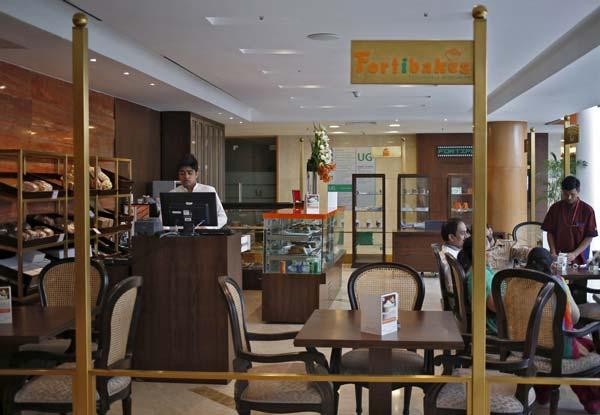 Luxury café at fortis hospital
