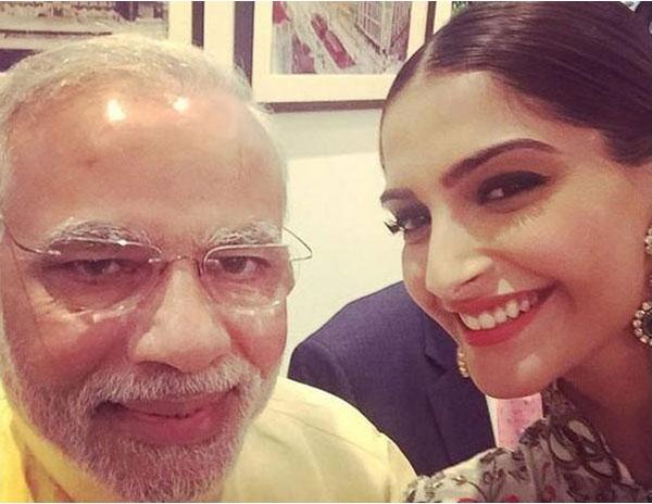 prime minister narendra modi Selfie with sonam kapoor