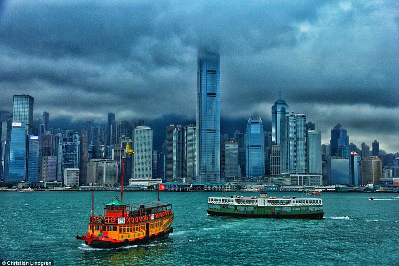 Unusual Traveller captured skyline of hong kong