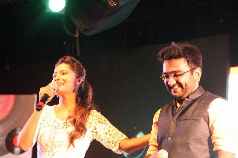 Priyesh sagar and Bhakti kubavat on stage