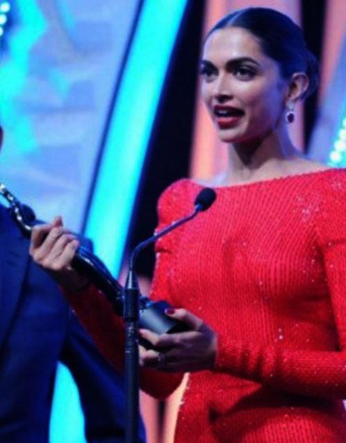 Deepika receiving the award on behalf of Priyanka