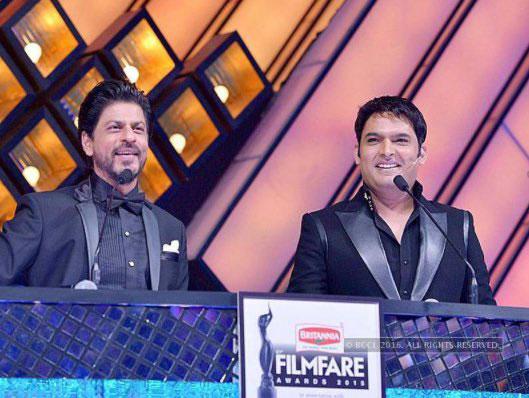 Shahrukh khan and Kapil at Filmfare Awards 2016