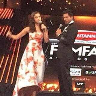 Shahrukh Khan and alia Bhatt at 2016 Awards