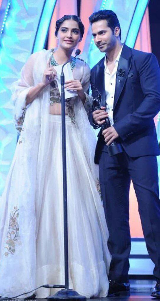 Varun Dhawan and sonam Kapoor at awards
